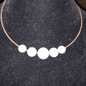 Silver chocker with pearls